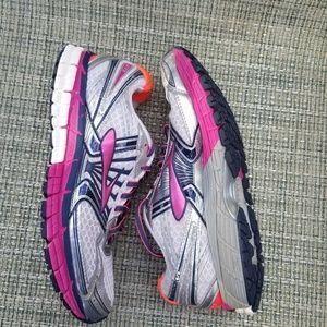Brooks Adrenaline GTS Sz 9 running shoes